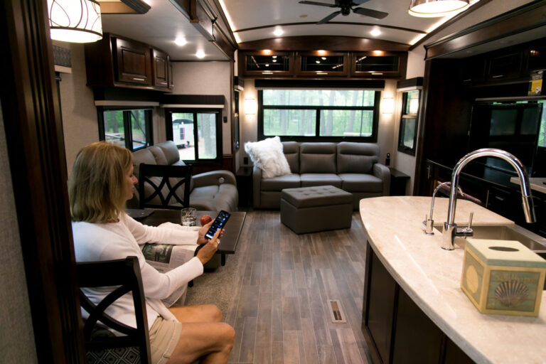 Smart RV Systems Jaycommmand and TravelLINK